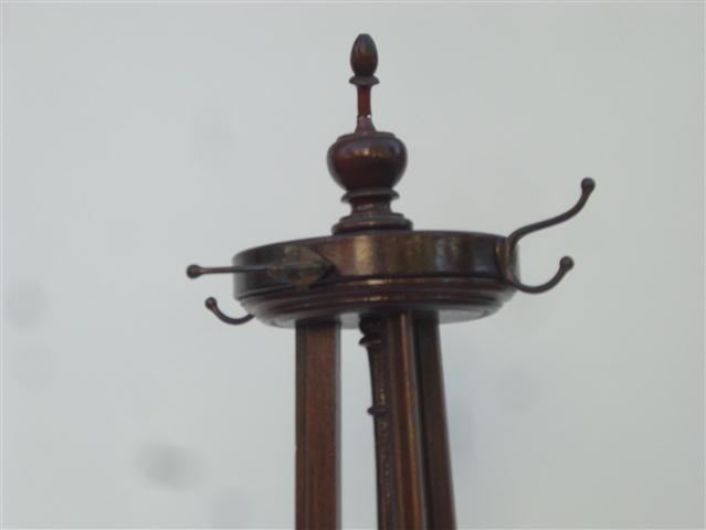 El kin antig edades muebles antiguos decoraci n - Percheros de pie antiguos ...
